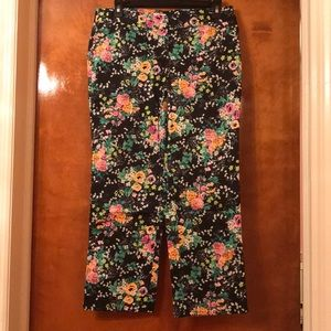 Laundry by Shelli Segal Floral Cropped Pants